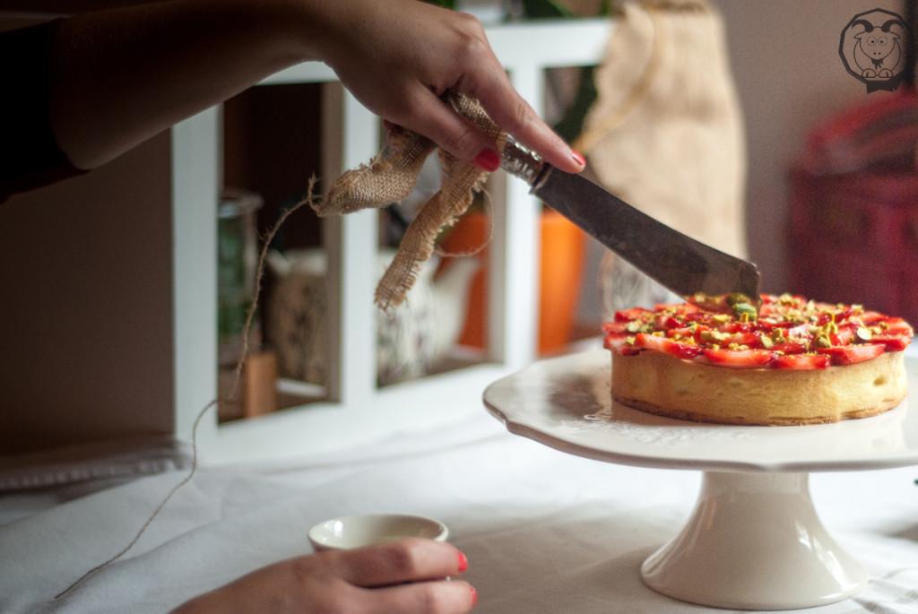Crostata mousse mandorle e fragole